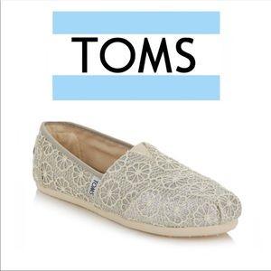 2/27$ ❤️ TOMS glitter crochet shoes ✨